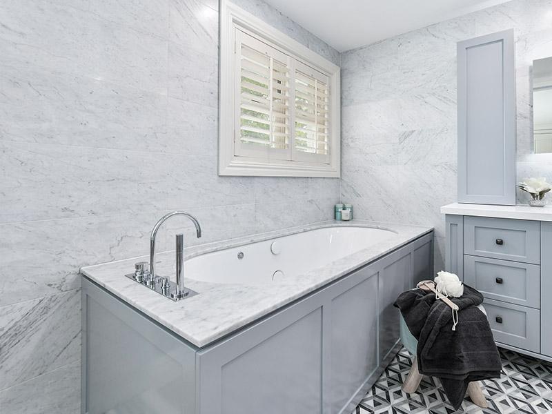 Baths or whirlpools are a popular choice in modern Sydney bathrooms