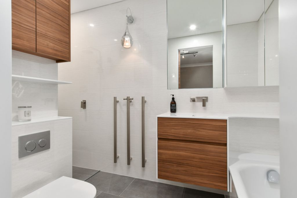 Heated towel racks allow you to have a toasty welcome when you finish washing!