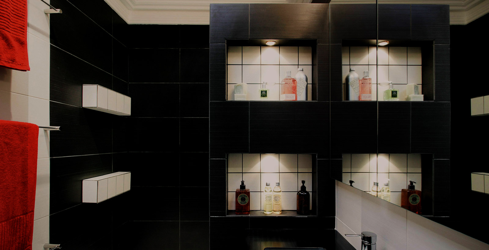 Black & dark colours on trends for bathrooms in 2022